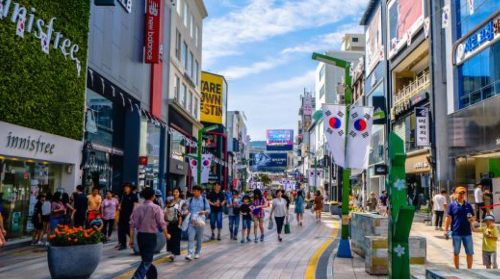 دو میلیاردر کره جنوبی نیمی از داراییهای خود را میبخشند